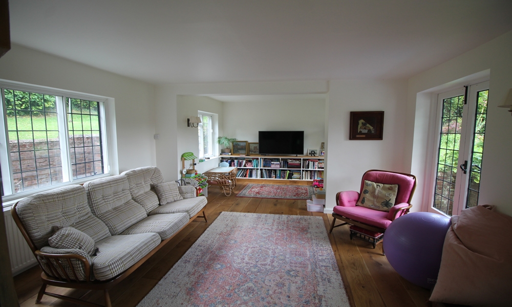 16th-centry-cottage-renovated-tv-room-02