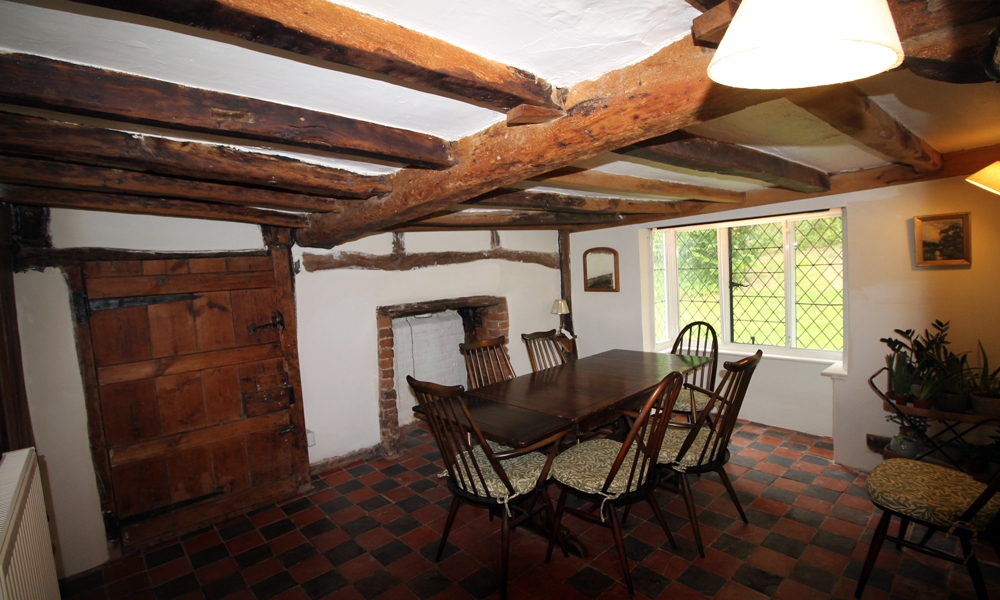 16th-centry-cottage-restored-dining-room