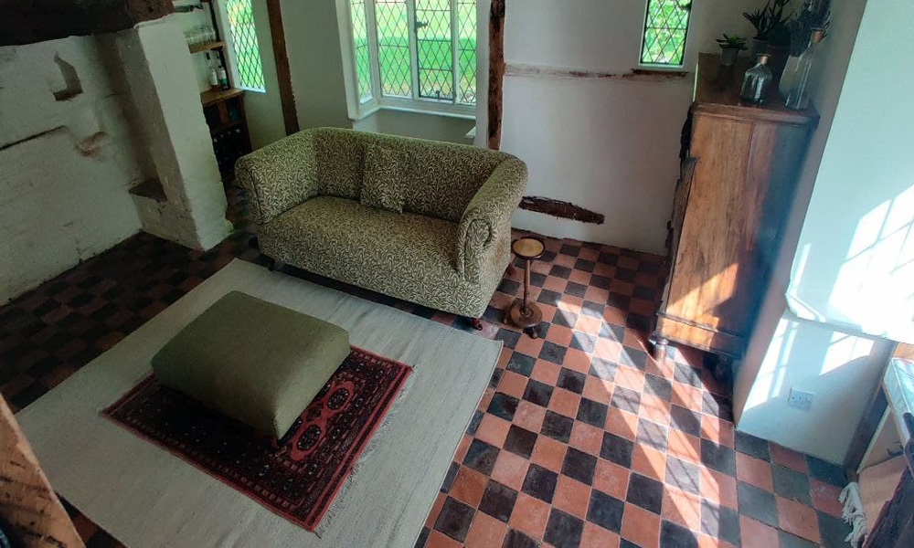 16th-centry-cottage-restored-wine-room-00